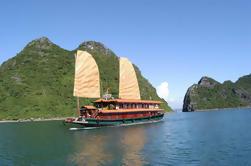Alojamiento en la Bahía de Bai Tu Long y crucero por la bahía de Halong