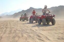 Quad Biking en el desierto egipcio desde Hurghada con Sunset y Show