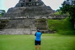 Ruina maya de Xunantunich y tubería de la cueva