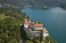 Destacados eslovenos en un día: Desfiladero de Vintgar, Bled, Cueva de Postojna y Castillo de Predjama de Ljubljana