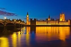 Recorrido nocturno a pie por Londres con bebida y un guía que habla español