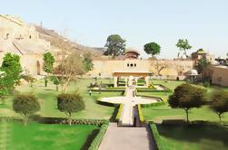 Excursión de 2 días a la ciudad de Jaipur desde Delhi: City Palace Hawa Mahal con paseo en camello