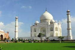 Taj Mahal y Agra Tour Privado de Día Completo desde Delhi en Coche