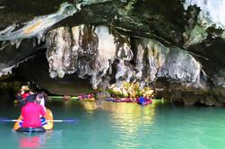 Cueva del mar Kayaking en la bahía de Phang Nga