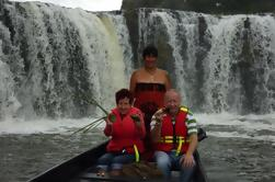 Excursión de la orilla de la bahía de las islas maoríes de la canoa