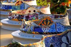 Barcelona Destacados Tour de Día con Skip-The-Line Acceso al Parque Güell ya la Sagrada Familia